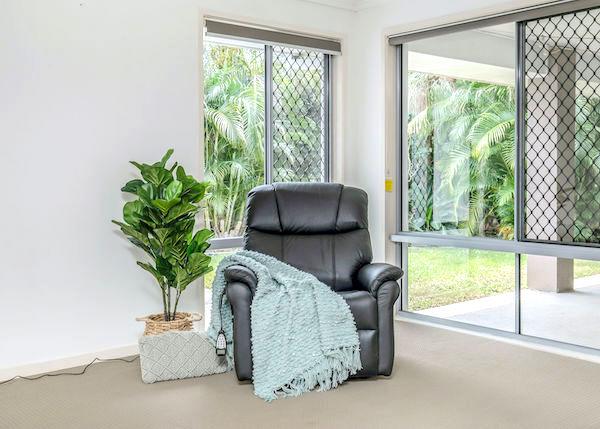 https://sleephive.com.au/wp-content/uploads/2021/04/Leather-Black-Chair-small-hero.jpg