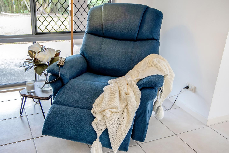 https://sleephive.com.au/wp-content/uploads/2021/06/Microfiber-Chair-Blue-001-small.jpg